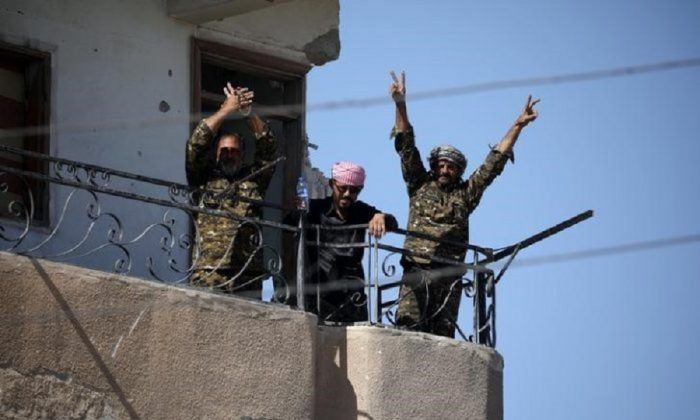 """Fighters of Syrian Democratic Forces gesture the """"V"""" sign at the frontline in Raqqa, Syria on Oct. 16, 2017. (REUTERS/Rodi Said)"""