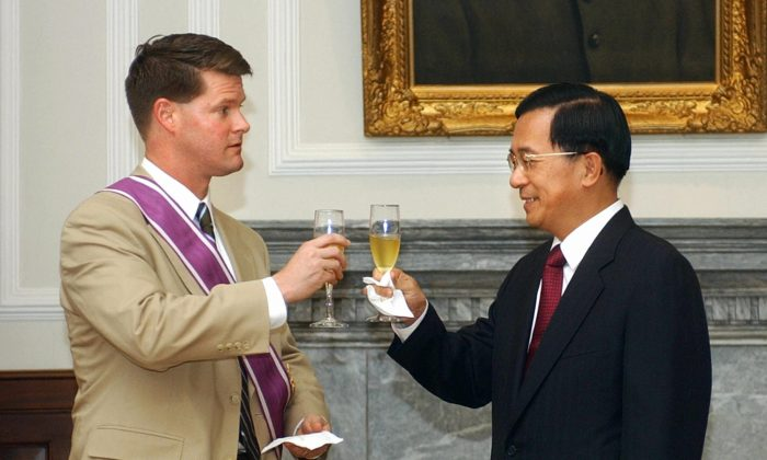 In this file photo, the Former US deputy assistant secretary of state for East Asia and Pacific affairs Randall Schriver (L) toasts with then-Taiwan's President Chen Shui-bian during a meeting at the Presidential Palace, July 12, 2005 in Taipei. President Donald Trump has nominated Schriver, who enjoys a reputation as a strong supporter of Taiwan, to be assistant secretary of defense for Asian and Pacific Affairs. (JEROME FAVRE/AFP/Getty Images)