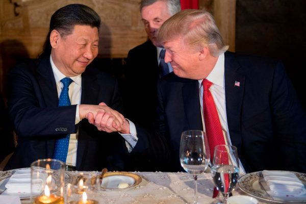 President Donald Trump (R) and Chinese President Xi Jinping
