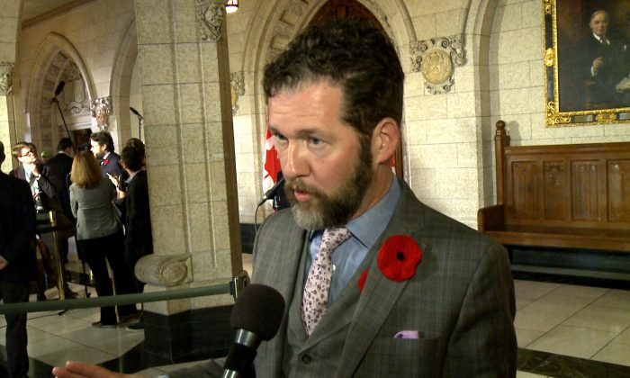 Conservative MP Scott Reid in  the foyer outside the House of Commons on Nov. 7, 2017. (Gerry Smith/NTD Television)