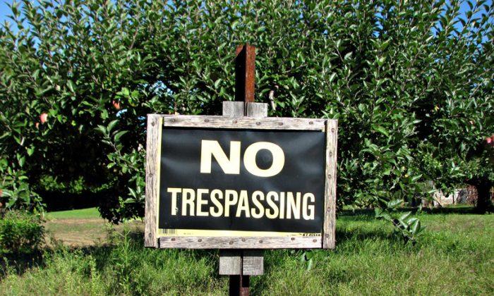 A no trespassing sign. (Djuradj Vujcic/Wikipedia Commons/CC BY 2.0/ ept.ms/2haHp2Y)