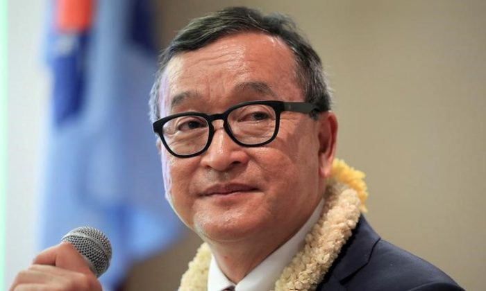 Cambodian opposition leader Sam Rainsy delivers a speech to members of the Cambodia National Rescue Party (CNRP) at a hotel in metro Manila, Philippines June 29, 2016. (REUTERS/Romeo Ranoco/File Photo)