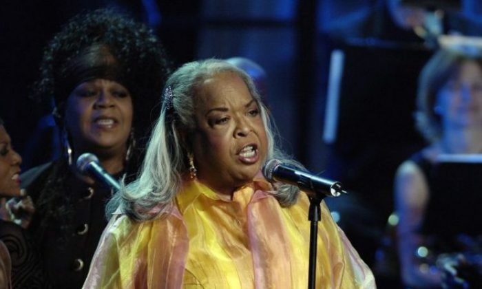 Della Reese performs at the Kodak theater for  Dionne Warwick's 45th Anniversary Spectacular on Jan. 26, 2006, in Hollywood, Calif. (John M. Heller/Getty Images)