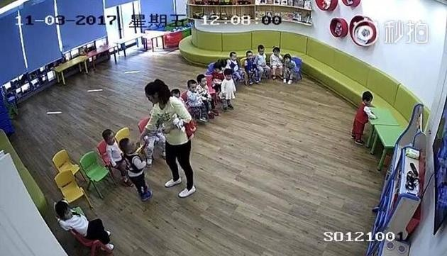 Footage of the abuse at Ctrip's childcare center in Shanghai taken on Nov. 3, 2017. (Miaopai)