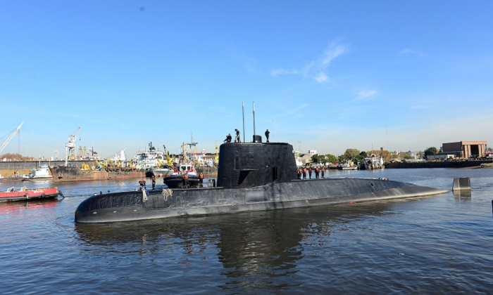 The Argentine military submarine ARA San Juan and crew are seen leaving the port of Buenos Aires, Argentina June 2, 2014. (Armada Argentina/Handout via REUTERS)