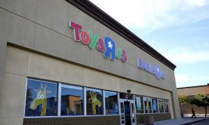 Man Spends Over $10K in Toys 'R' Us to Give Back to the Community