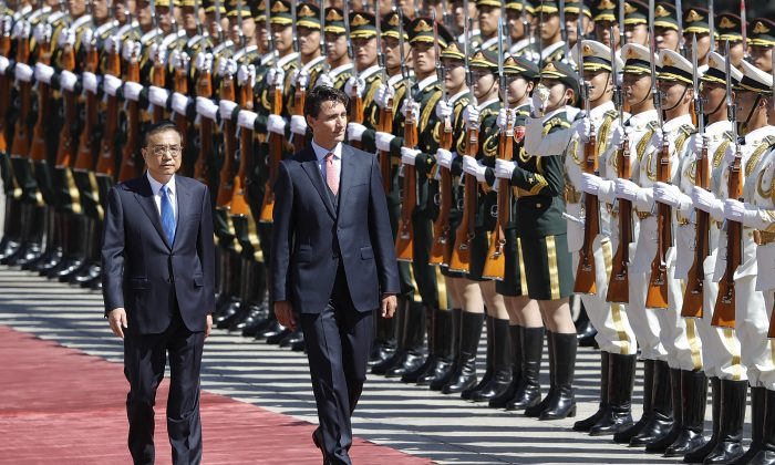 Chinese Premier Li Keqiang accompanies Canadian Prime Minister Justin Trudeau outside the Great Hall of the People on Aug. 31, 2016 in Beijing. (Lintao Zhang/Getty Images)