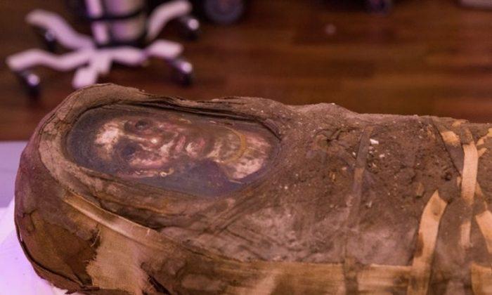 The Hibbard mummy.  (Northwestern University)