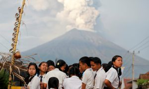 Australia's Jetstar Cancels Some Bali Flights as Volcanic Ash Threat Revives