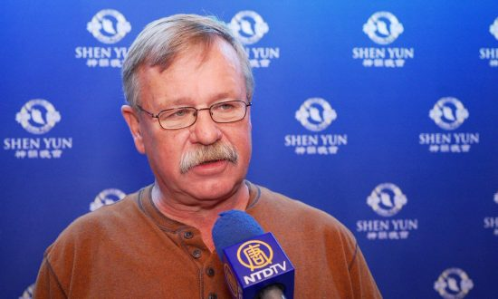 Boston Building Commissioner Enjoys the Artistry of Shen Yun