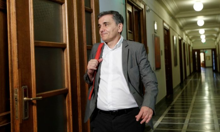 Greek Finance Minister Euclid Tsakalotos arrives for a cabinet meeting at the parliament in Athens, Greece June 13, 2017. (Reuters/Costas Baltas)