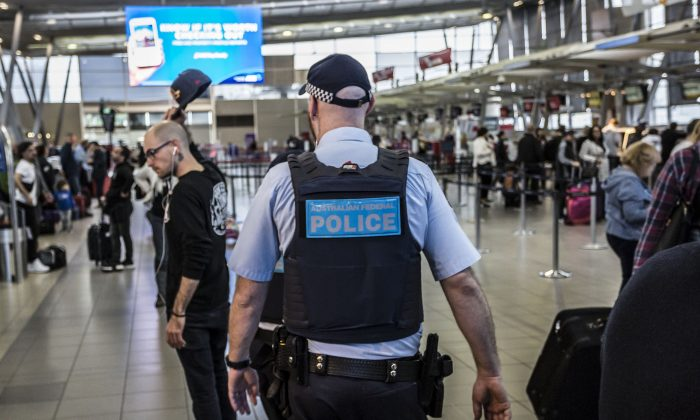 An Australian Federal Police officer on patrol at Sydney Domestic Airport in Sydney, Australia on July 31, 2017. (Brook Mitchell/Getty Images)