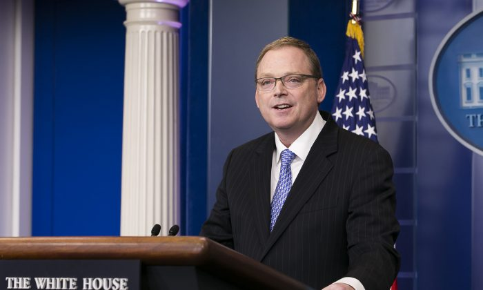 White House economic adviser Kevin Hassett speaks at a briefing in Washington on Nov. 17, 2017. (Charlotte Cuthbertson/The Epoch Times)
