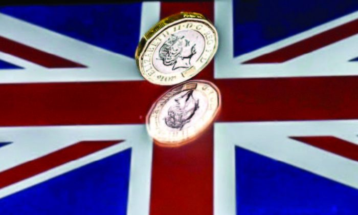 Even assuming a successful negotiation in Brexit talks, the sterling has considerable headwinds against its two major rivals, the U.S. dollar and the euro. (REUTERS/DARREN STAPLES/ILLUSTRATION/FILE PHOTO)