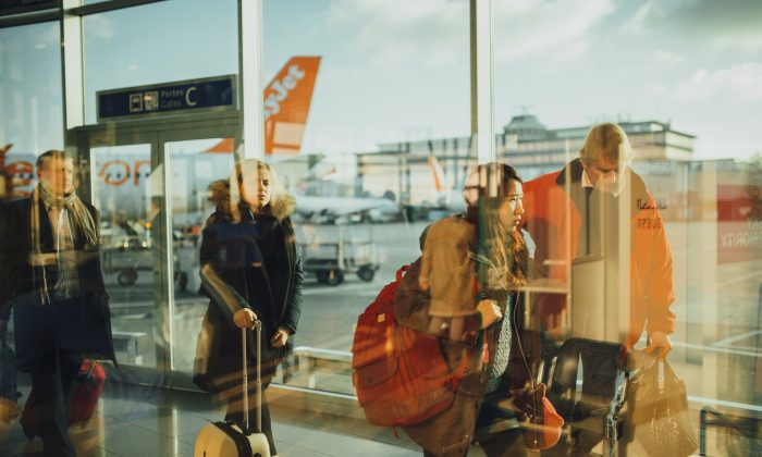 A man delivered a hilarious come-back to a racist woman at an airport. (Stock photo CC0)