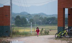 In China, Middle School Teacher Befriends School Girls Online, Then Rapes Them