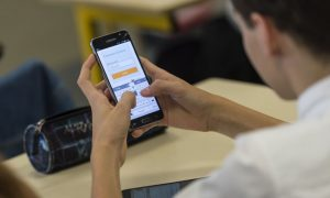 French Government to Ban Cell Phone Use in Schools