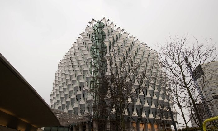 The new United States embassy building is seen during a press preview near the River Thames in London, Britain December 13, 2017. (Reuters/Stefan Rousseau/Pool)