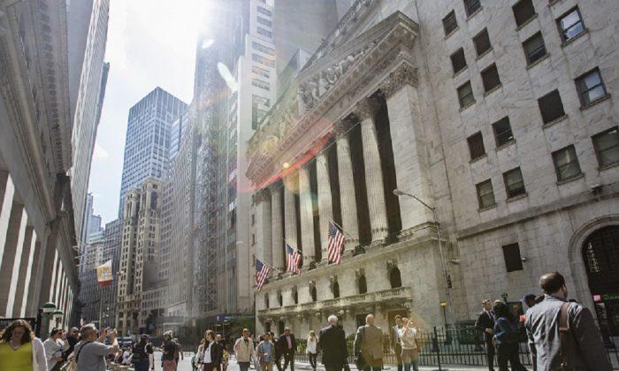 The New York Stock Exchange on Broad Street, New York, on Sept. 7, 2017. (Samira Bouaou/The Epoch Times)