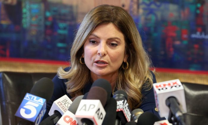 Attorney Lisa Bloom announces the cancellation of a press conference for alleged Trump accuser 'Jane Doe' on Nov. 2, 2016 in Woodland Hills, California. (Frederick M. Brown/Getty Images)