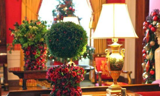 Book Review: 'A White House Christmas: Including Floral Design Tutorials'