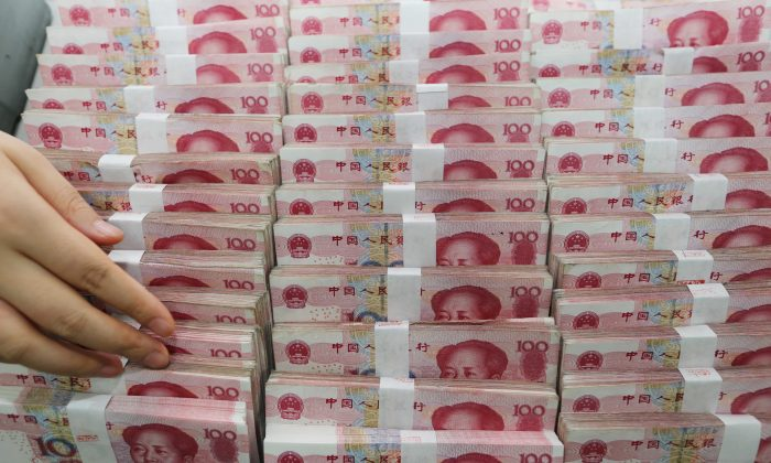 A teller counts yuan banknotes at a bank in Lianyungang, in Jiangsu Province, China on August 11, 2015. (STR/AFP/Getty Images)