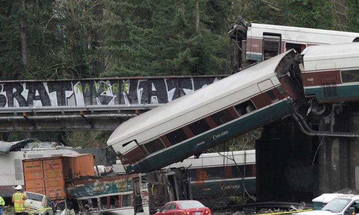 The scene where an Amtrak passenger train derailed on a bridge over interstate highway I-5 in DuPont, Washington, on Dec. 18, 2017. (Reuters/Steve Dipaola)