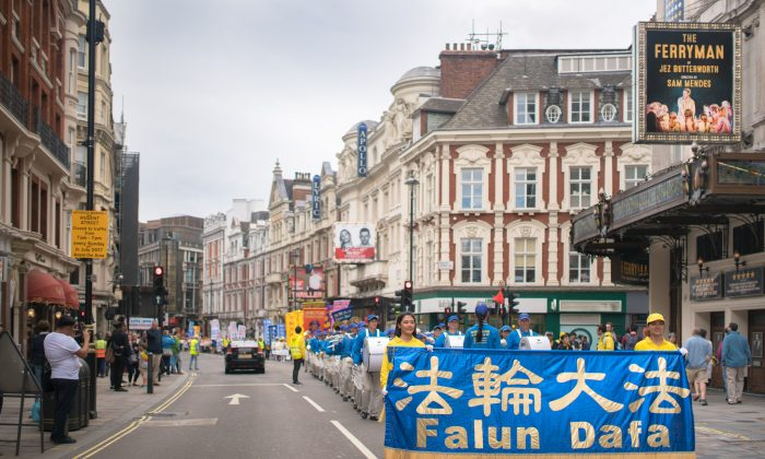 Falun Gong practitioners hold a parade in London on July 23, 2017. (Minghui.org)
