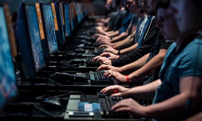 Visitors play on a computer while visiting the Gamescom 2017 video gaming trade fair on Aug.22, 2017 in Cologne, Germany. (Lukas Schulze/Getty Images)