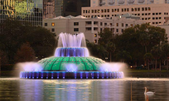 The Linton E. Allen Memorial Fountain in Eola Lake in Orlando, Florida. (Sean Pavone/Shutterstock)
