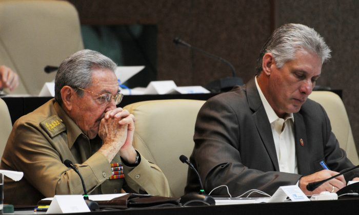 Cuba's President Raul Castro (L) and Cuba's First Vice-President Miguel Diaz-Canel are seen during the National Assembly in Havana, Cuba, Dec.21, 2017.  (Omara García Mederos/ACN/Handout via Reuters)