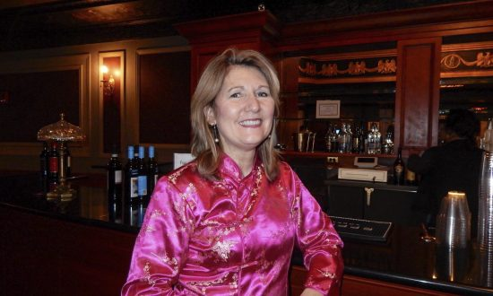 International Education Manager Enjoys Scenery on Shen Yun's Digital Backdrop