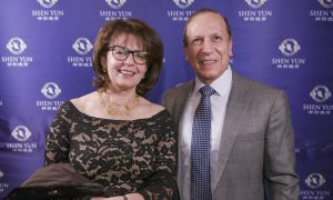 Chemical Company President Enjoys the Unity of Shen Yun Dancers