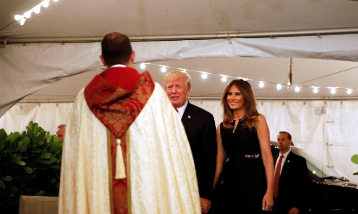 President Donald Trump and First Lady Melania Trump arrive for church service at the Church of Bethesda-By-The sea in Palm Beach, Fla., on Dec. 24, 2017. (REUTERS/Carlos Barria)