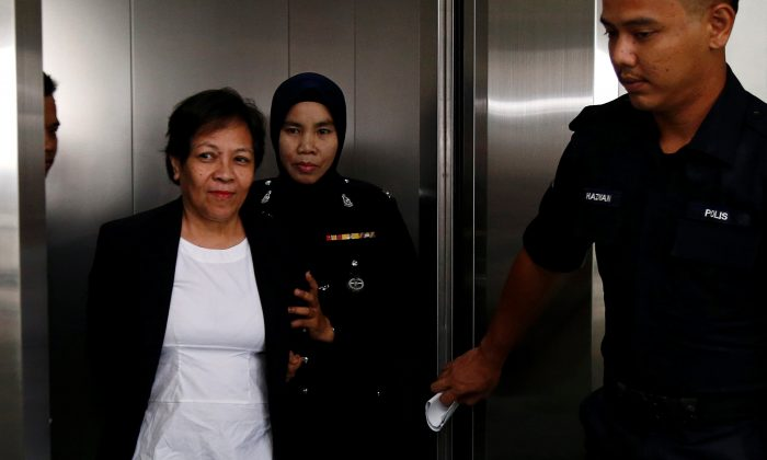 Australian Maria Elvira Pinto Exposto is escorted as she arrives at a court in Shah Alam, outside Kuala Lumpur, Malaysia Dec. 27, 2017. (Reuters/Lai Seng Sin)