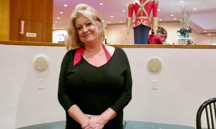 Company VP Rejoices as Shen Yun Brings Back Her Childhood Memory