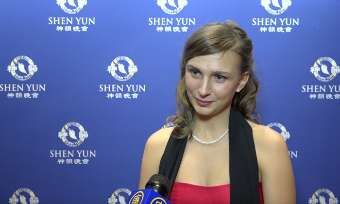 Former Dancer Inspired by 'Seeing all of the colors and the emotions streaked across the stage' at Shen Yun