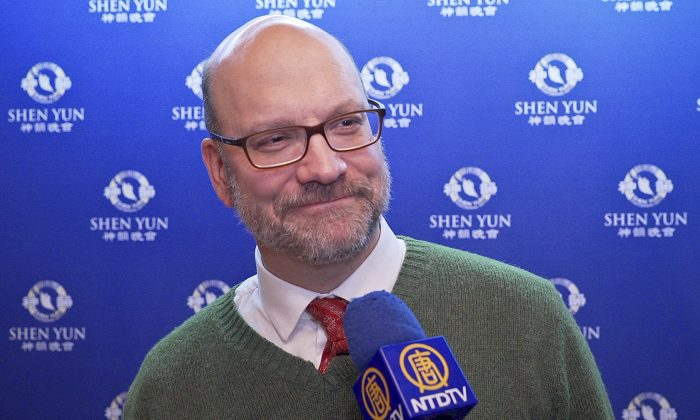 Attorney Enjoys the Refined and Beautiful Dancing at Shen Yun