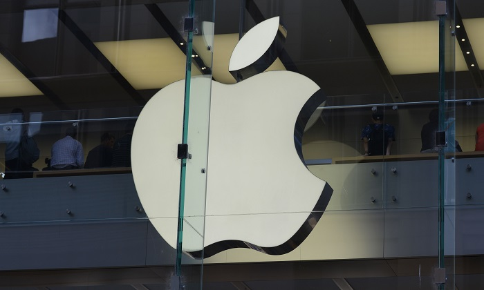 Tech-giant Apple has apologized for slowing down its old iPhones and has dropped the price for battery replacements as a way of making amends. (Peter Parks/AFP/Getty Images)