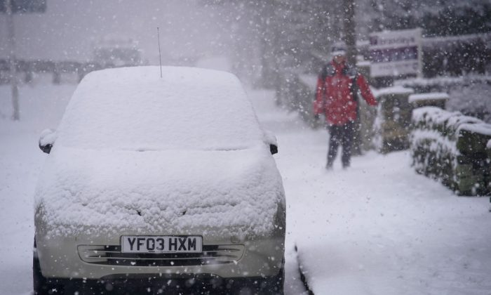 Heavy snow makes driving conditions treacherous on Dec. 29, 2017 in Huddersfield, England.  Travellers are being warned of dangerous roads conditions across the UK, as wintry weather brings snow and ice and an amber warning from the Met Office. (Christopher Furlong/Getty Images)