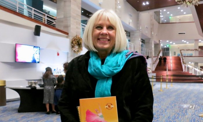 Therapist Finds Herself 'Going to Heaven' at Shen Yun