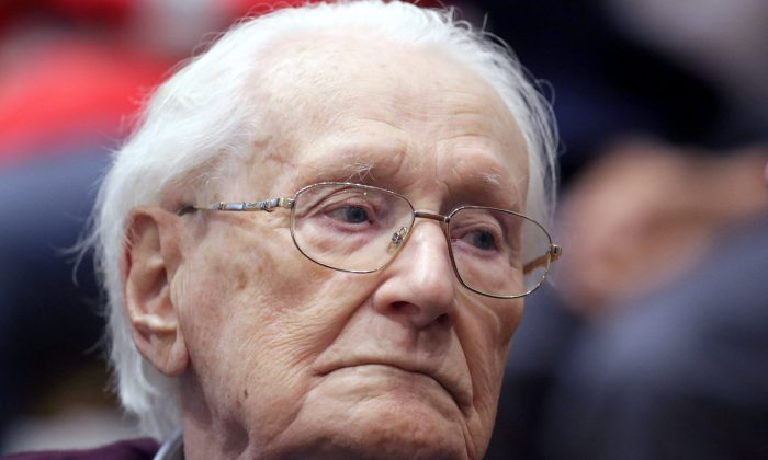 "Oskar Groening, defendant and former Nazi SS officer dubbed the ""bookkeeper of Auschwitz,"" is pictured in the courtroom during his trial in Lueneburg, Germany, July 15, 2015. (Reuters/Axel Heimken/Pool/File Photo)"