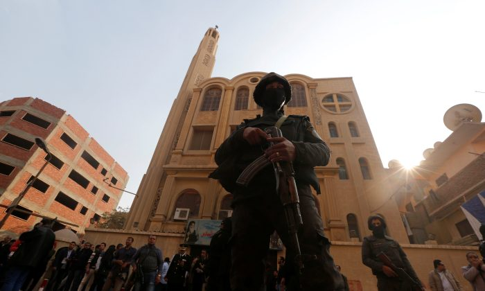 Security forces stand guard at the site of attack on a church in the Helwan district south of Cairo, Egypt Dec. 29, 2017. (Reuters/Amr Abdallah Dalsh)