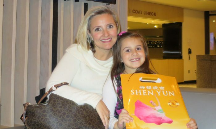 Former Ballet Dancer Charmed with Shen Yun