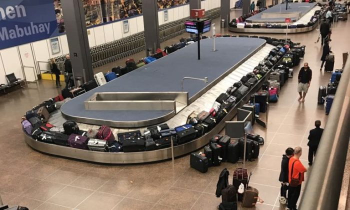 Passengers stranded in JFK airport when the computer system shut-down on Jan 1,  2018. (Screenshot via PhineasJFR/Twitter)