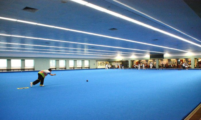 Hong Kong Football Club unveiled their newly laid indoor artificial lawn bowls green on New Year Eve, making it the first blue coloured green in Hong Kong.  (Stephanie Worth)