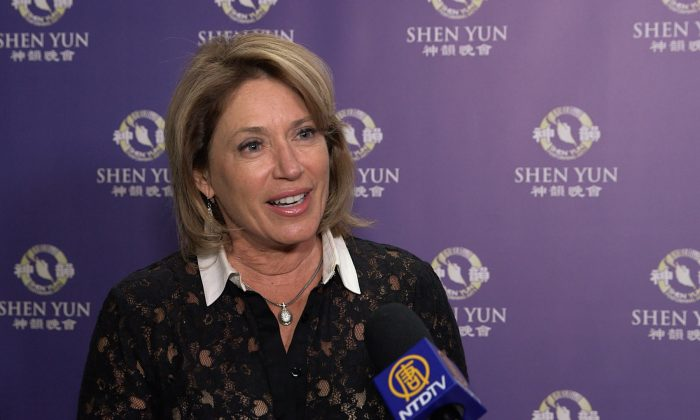 Lawyer Enjoys Shen Yun's Profound Stories and Beautiful Entertainment