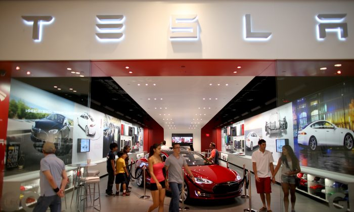 A Tesla dealership in the Dadeland Mall in Miami on June 6, 2013. (Joe Raedle/Getty Images)