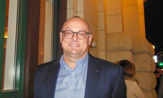 Bank VP Enjoys the Musical Combination of the East and West at Shen Yun