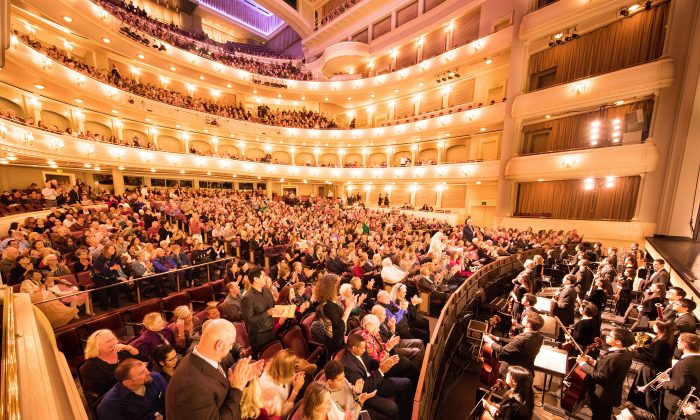 Singer: Shen Yun's Music Touches Your Soul